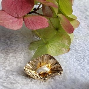 Rare 1940's Coro Gold Oyster and Pearl Brooch